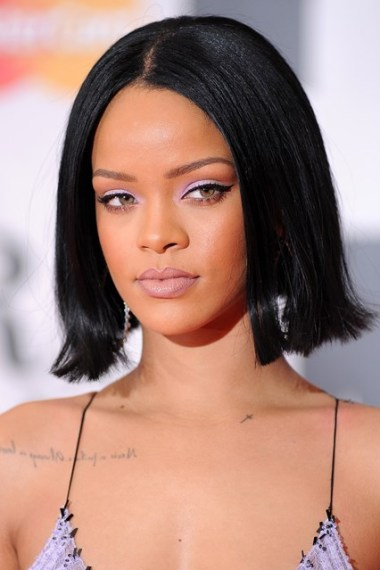 rihanna-beauty-vogue-25feb16-getty_426x639